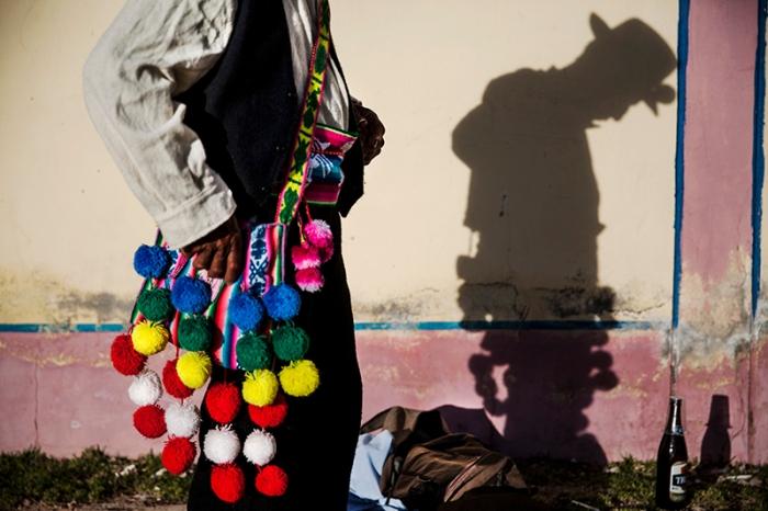 Tradicional bolso de los hombres y mujeres del Villa Socca, una comunidad a las orillas del lago Titicaca, Puno.